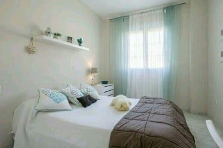 Habitación preciosa y confortable - Espartinas
