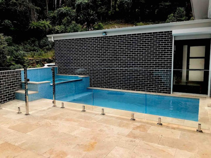 Thirroul Private pool resort
