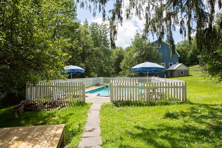 Charming Home w/wood stove & barn 2 hrs from NYC