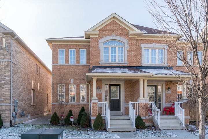 Spacious home in a new neighborhood of Oakville