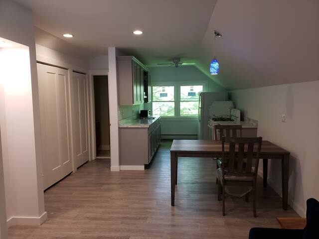 ONE BEDROOM APARTMENT CLOSE TO BETHEL WOODS