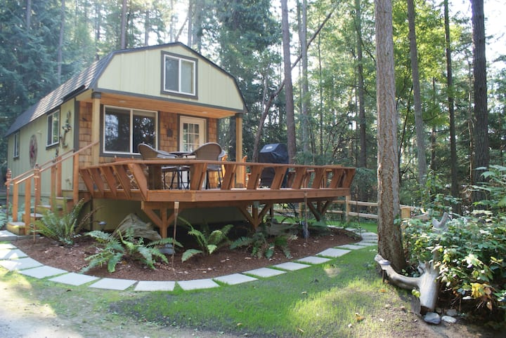 Moore's Camano Cottage, Home with a View & beach