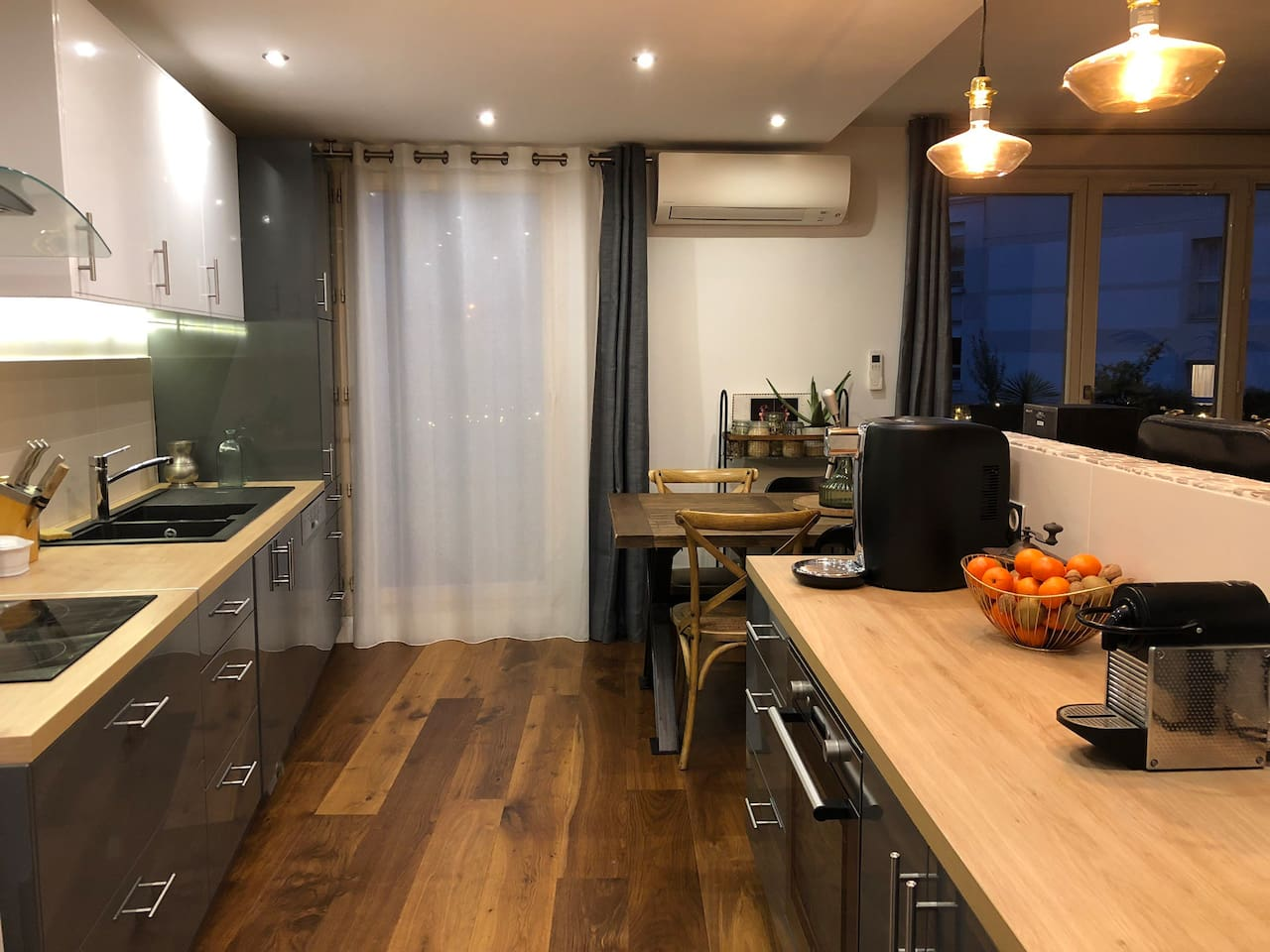 The kitchen is furnished with everything you need (bar tender, Coffee machine, fridge, oven, micro oven ...) and also the basic to cook (salt, paper, oil, vinegar ...)