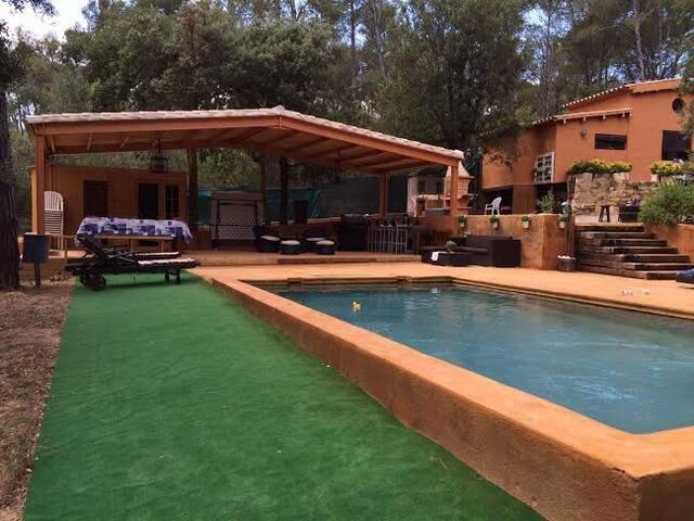 Preciosa casa Rustica con 3000 mts de jardín - Vall-Llobrega - Villa