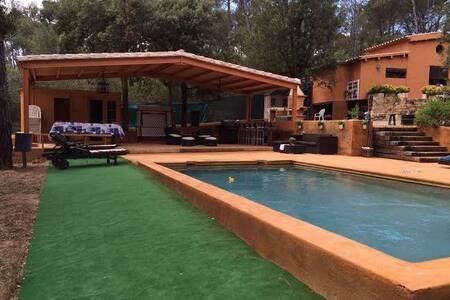 Preciosa casa Rustica con 3000 mts de jardín - Vall-Llobrega - 別荘