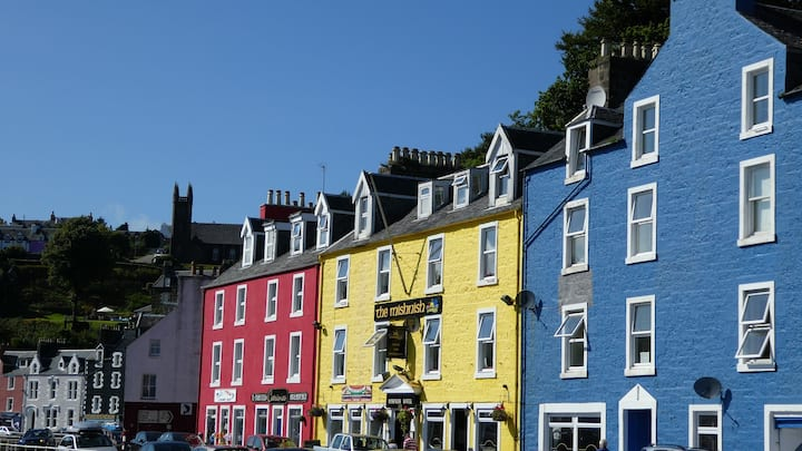 """Waterfront Snug"" - entire flat in Tobermory, Mull"