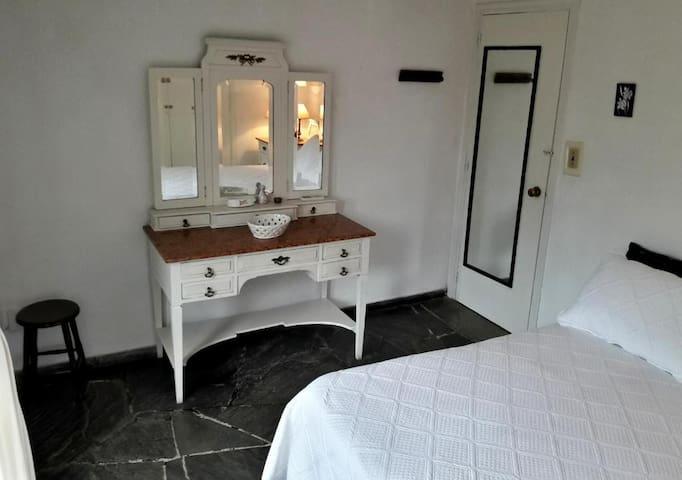 Dormitorio suite principal en planta baja