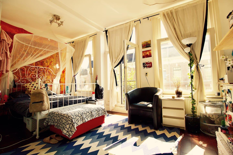 Bedroom & Balcony