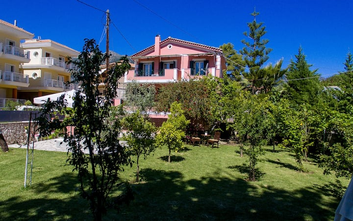 Villa Palmyra in the Center of Nydri-Lefkada