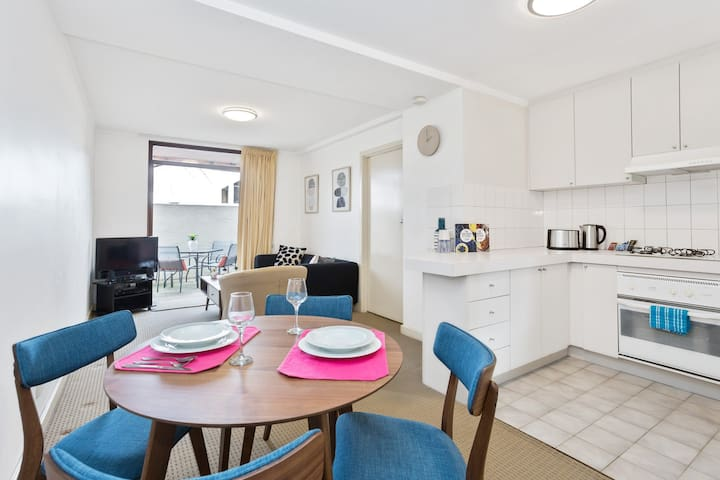 South Perth*Angelo St*Executive 1BR Modern Apt