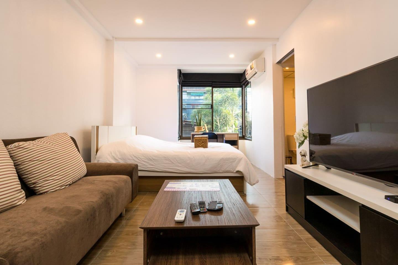Comfy room, great location near Trendy NIMMAN road