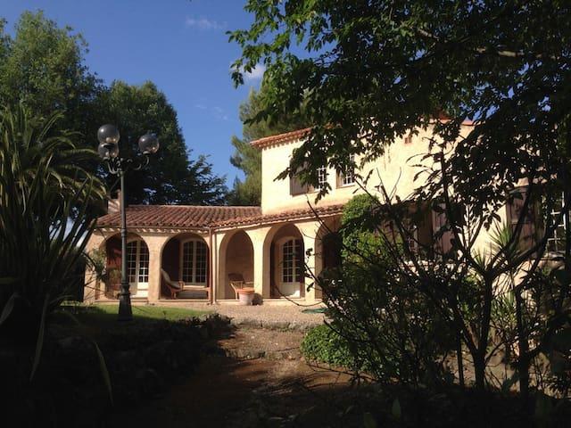 Spacious and peaceful  Mediterranean villa - Roquefort-les-Pins - 獨棟