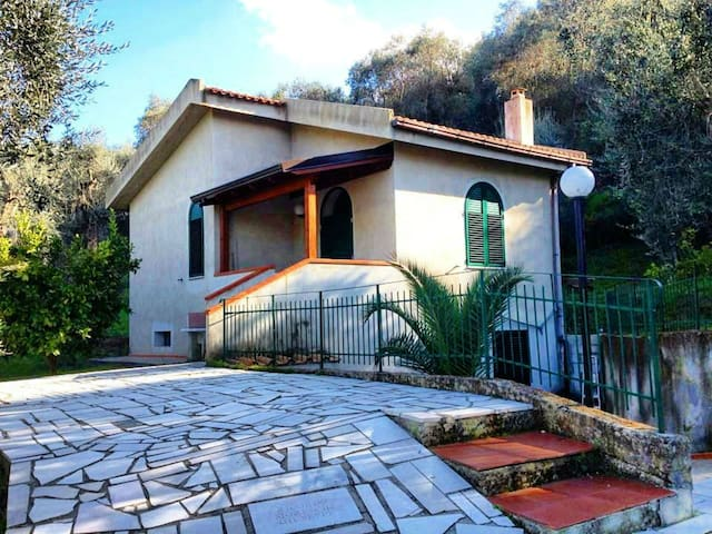 Villa Gargano, Apulia. 700 meters from the beach