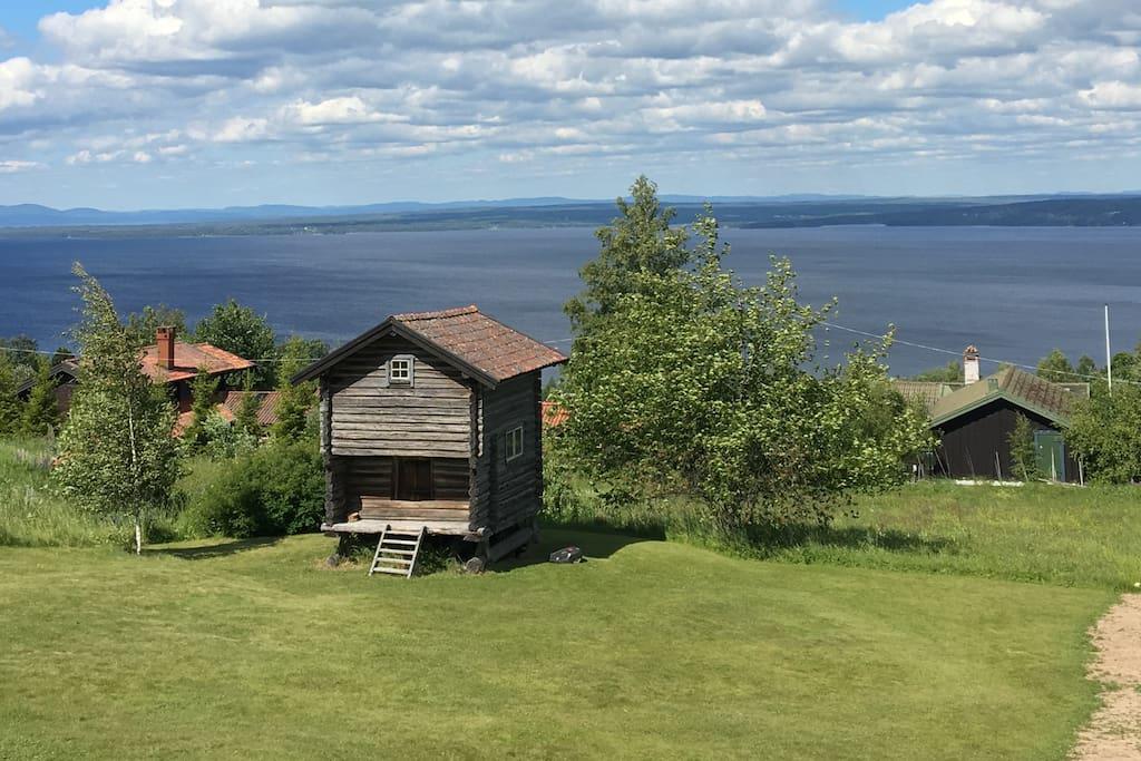 Liten timmerstuga med milsvid utsiktöver Siljan Stugor att hyra i Rättvik, Dalarnas län, Sverige