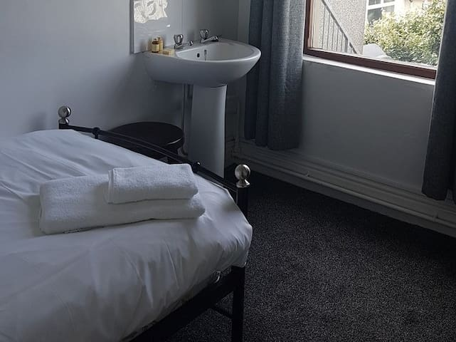 Single room-Shared Bathroom