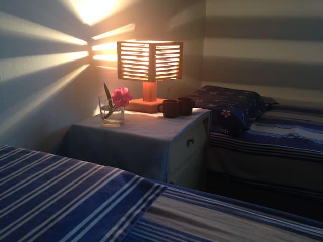 Zwei schöne Zimmer im Badeort nah am Strand - Marindia - Casa