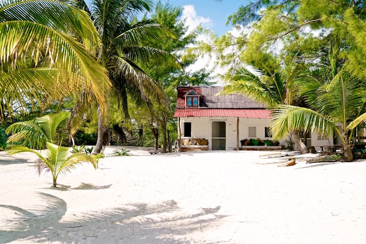 Beach front private hideaway with & lagoon access