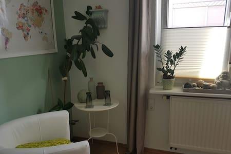 zentrales Zimmer 2 min zum See und in die Stadt - Friedrichshafen - Huoneisto