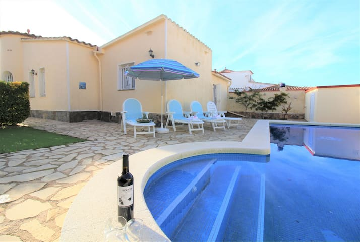 0079-ALBERES House with pool