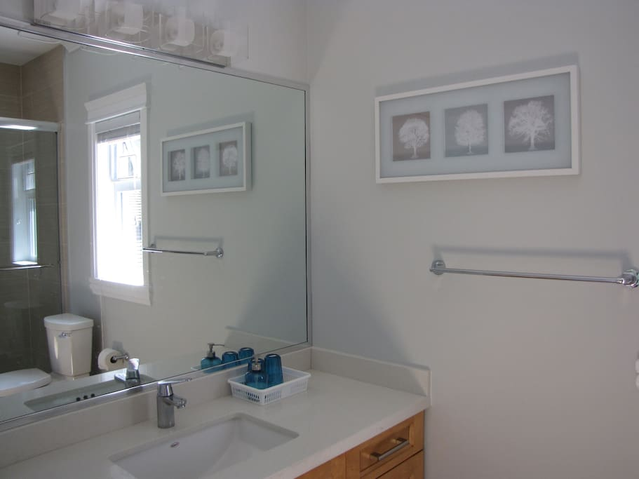 Private en-suite bathroom.