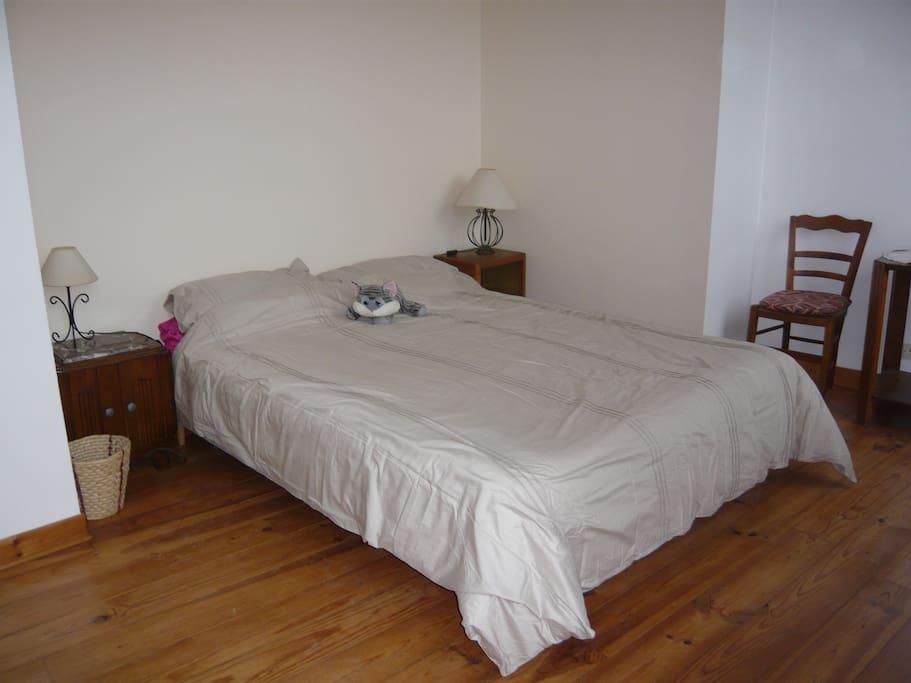 Première chambre avec lit double