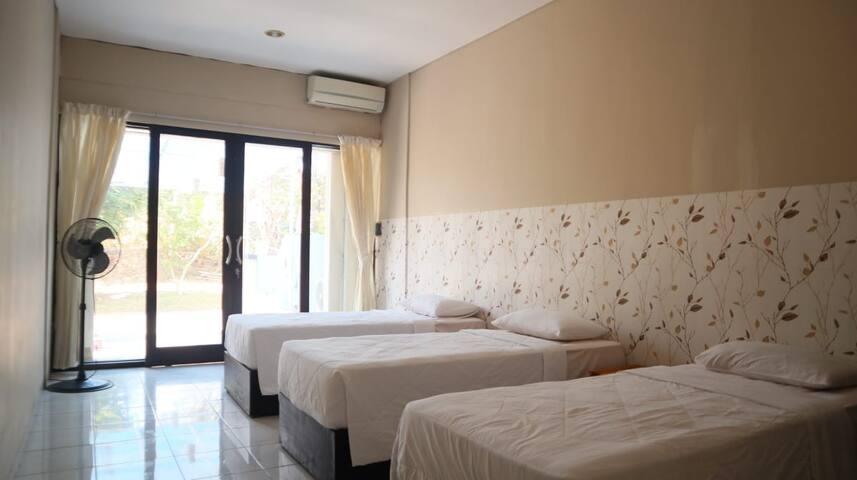 Karina Guest House Sharing Room