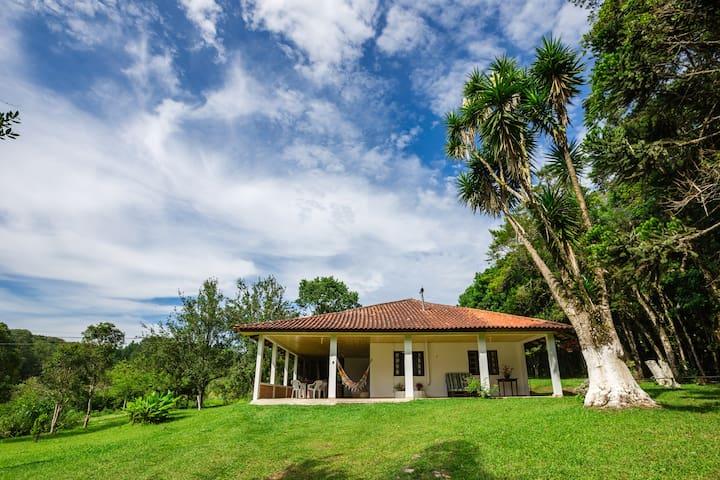Confortável casa de chácara próximo a Curitiba
