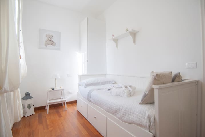 Camera singola (il letto può diventare matrimoniale)