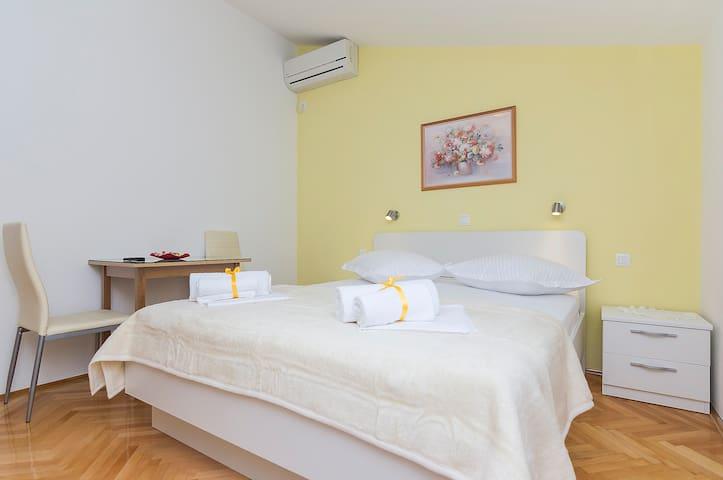 Private room w/ en-suite bathroom Makarska - Macarsca - Casa