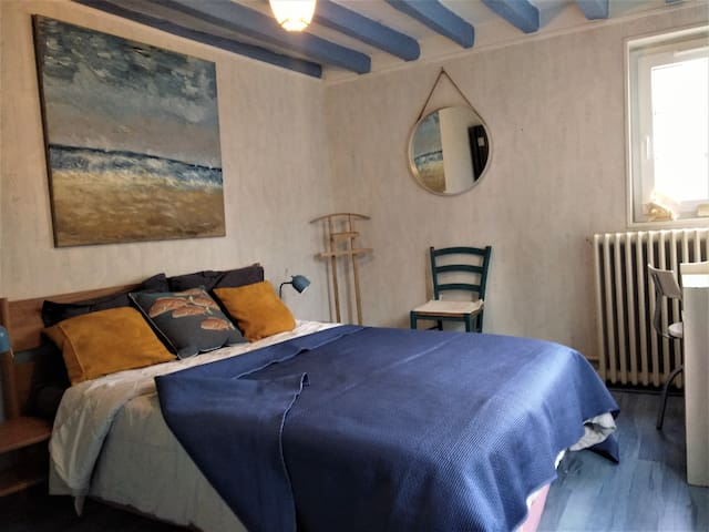 """Chambre privée""""Côté mer"""" dans une maison de charme normande"""""""