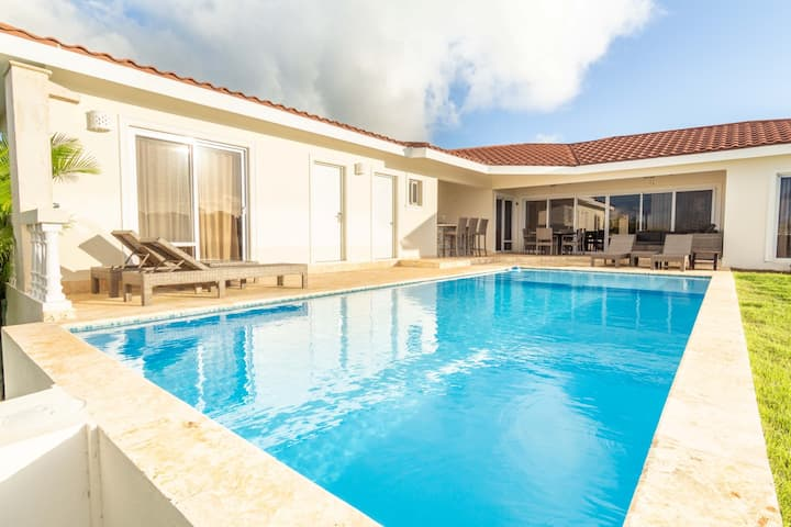 Beautifully Crafted Villa w/ Private Pool & Wi-Fi