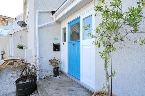 Lyme Regis home with sea views & parking