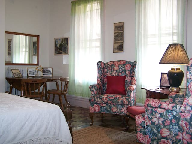 Crape Myrtle House's Railroad Room