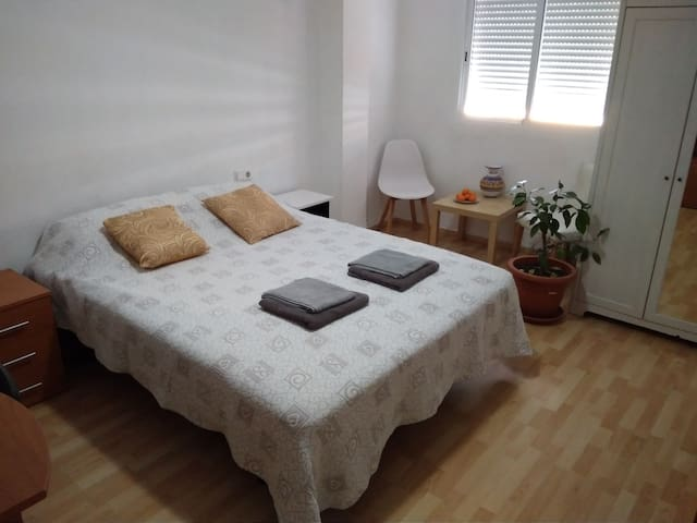 Large bright room, Bed 150cm,Wi-Fi,Lock,Bicycles