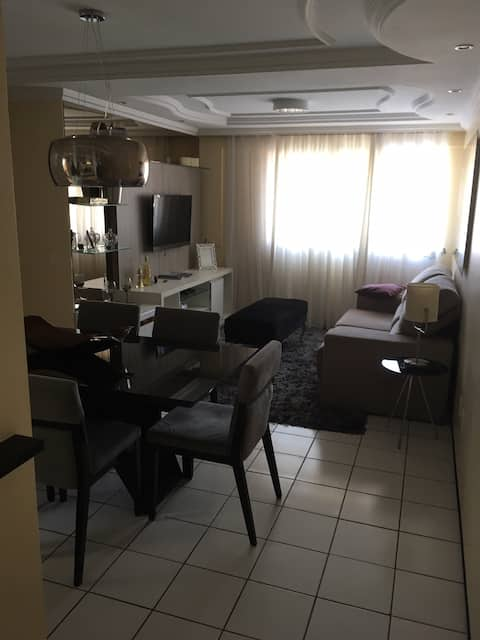 Apto 2 quartos, bem localizado e de fácil acesso.