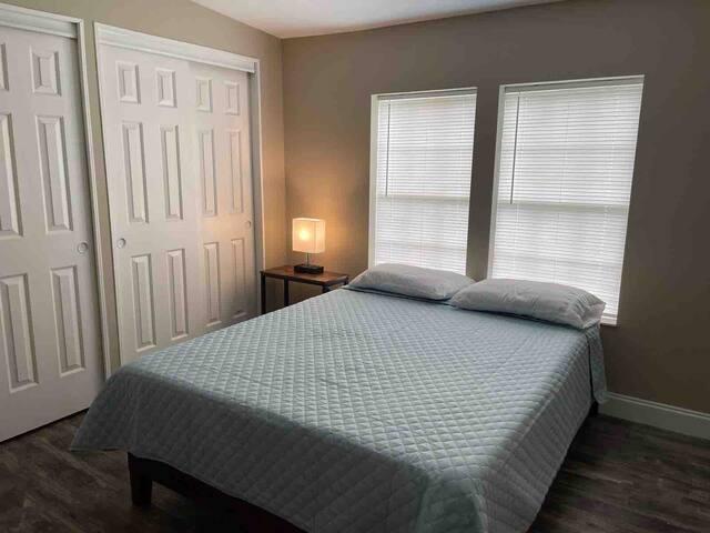 Room #4 Queen size bed