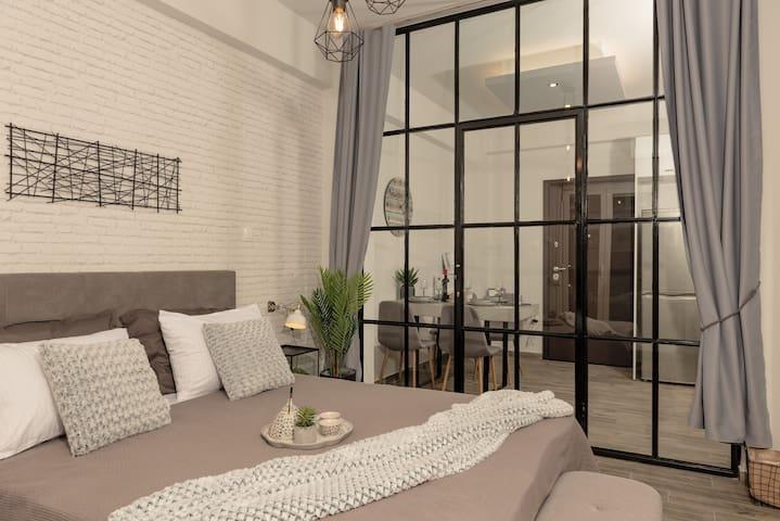 Stylish 2bd Apartment above Attiki Metro Station!!