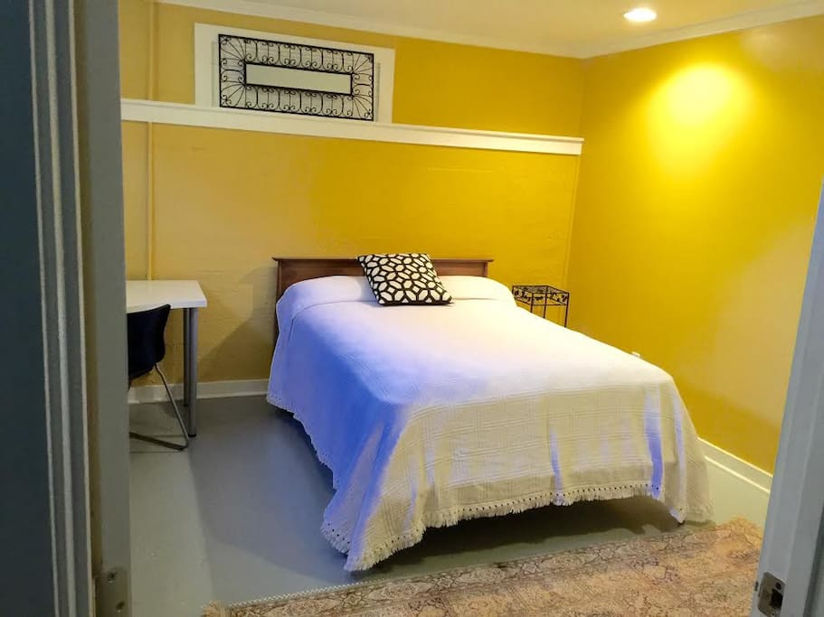 Comfy bed, fresh linen and a cozy room for your short stay.