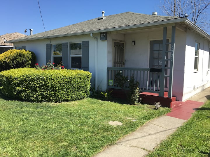 Clean & Safe Guest Room/ Close to BART