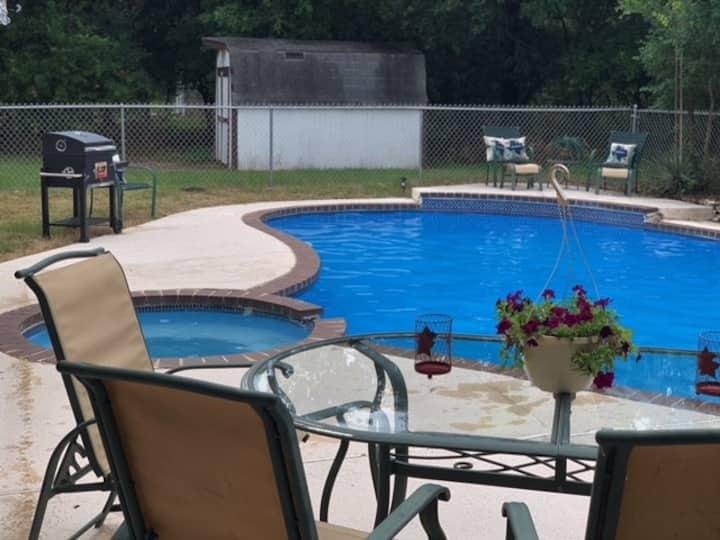 Home w/ Pool, near base, Sea World, Fiesta & Lake.