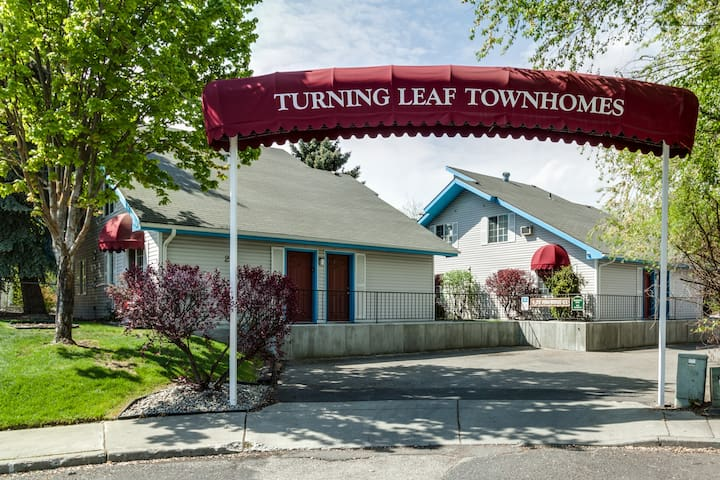 Turning Leaf Furnished Town Homes - 1 Bdrm Queen Sofa Sleeper Suite with Garden View.  The BETTER Hotel choice