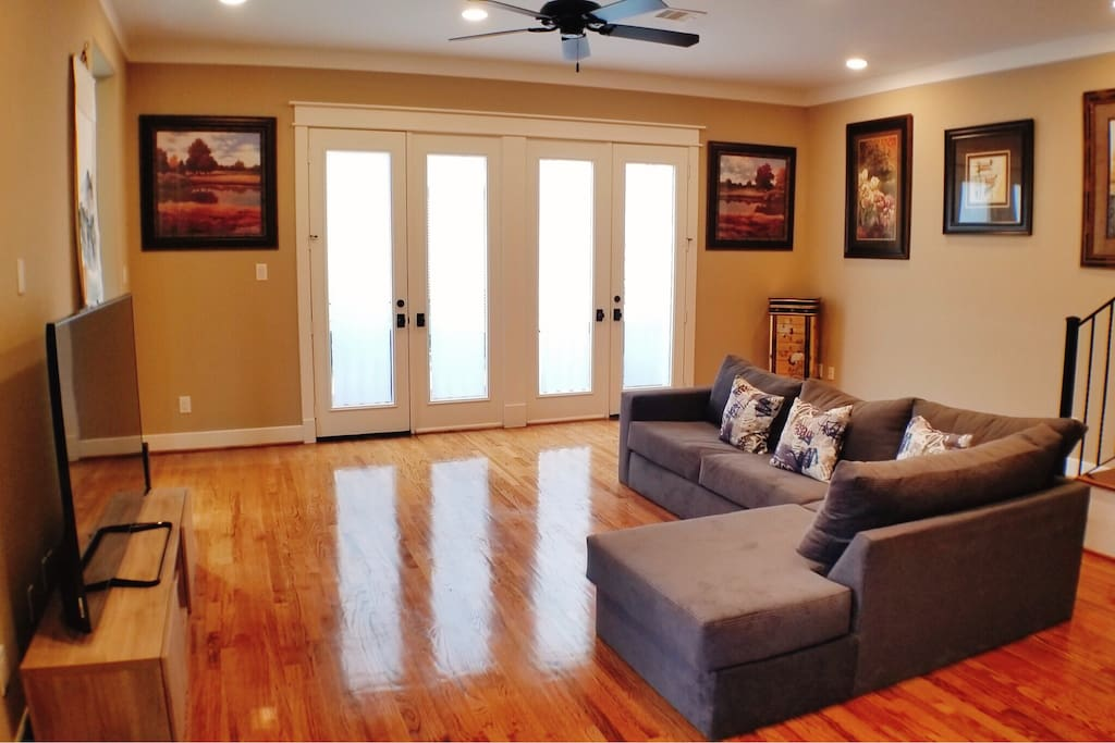 A cosy and comfortable living room, and brings gallery into your personal space.