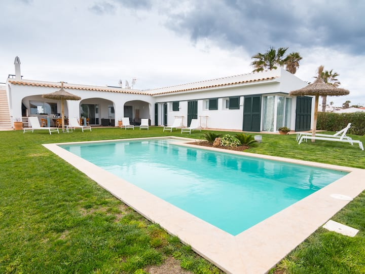 Luxuriöse Villa mit Meerblick – Villa Binimigi