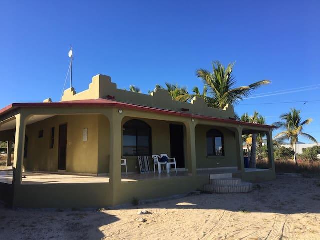 Kiters house walking distance to the beach