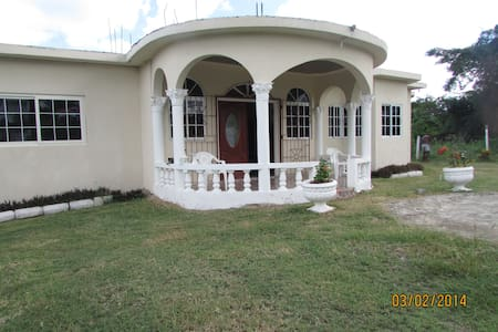 "Green Acres Villa ""The Gem of Jamaica"" - Runaway Bay - Bed & Breakfast"