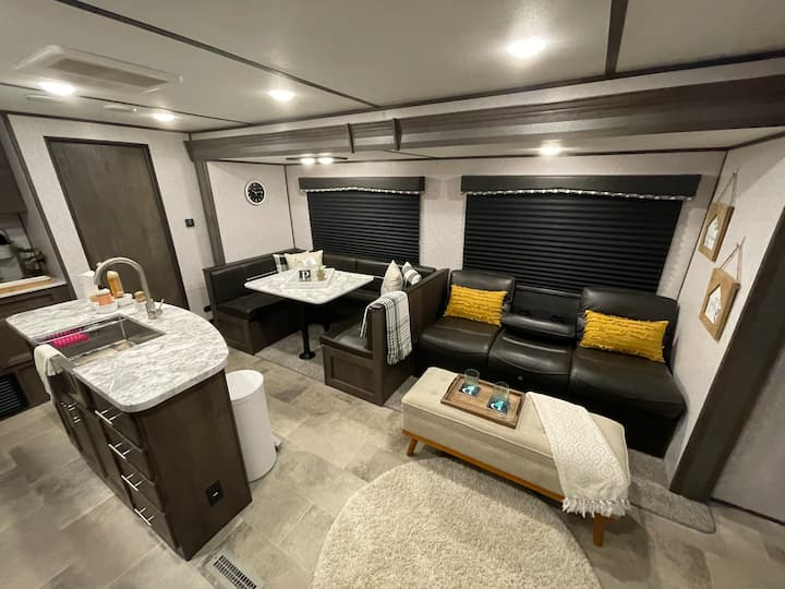 ❤️Beach Express Glamper #1. Modern & Cozy w/ WiFi!