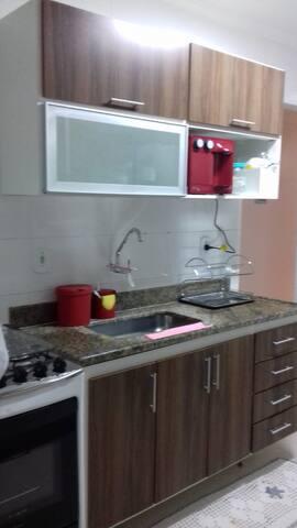 Cozinha completa com utensílios e bebedouro de água Everest