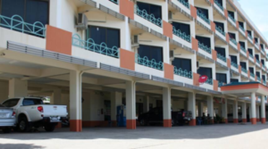 รุ่งทรัพย์อพาร์ทเม้นท์ แหลมฉบัง - Laem Chabang - Apartament