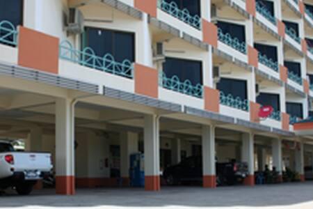 รุ่งทรัพย์อพาร์ทเม้นท์ แหลมฉบัง - Laem Chabang - Lakás