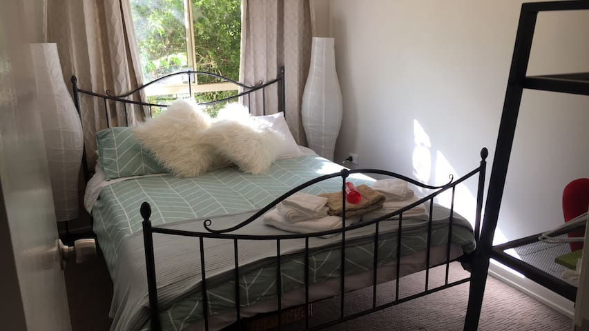 Simple quiet easy stay close to uni - Wallsend - Casa